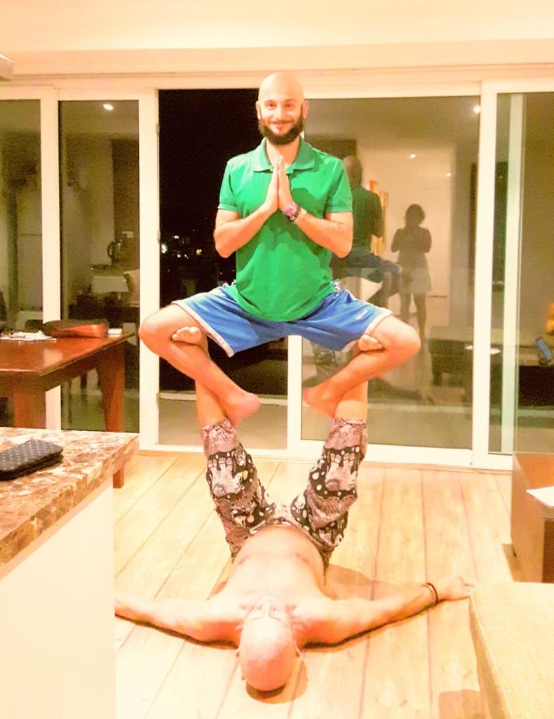 Yoga ustamız Tim bize Acro Yoga öğretiyor ;)